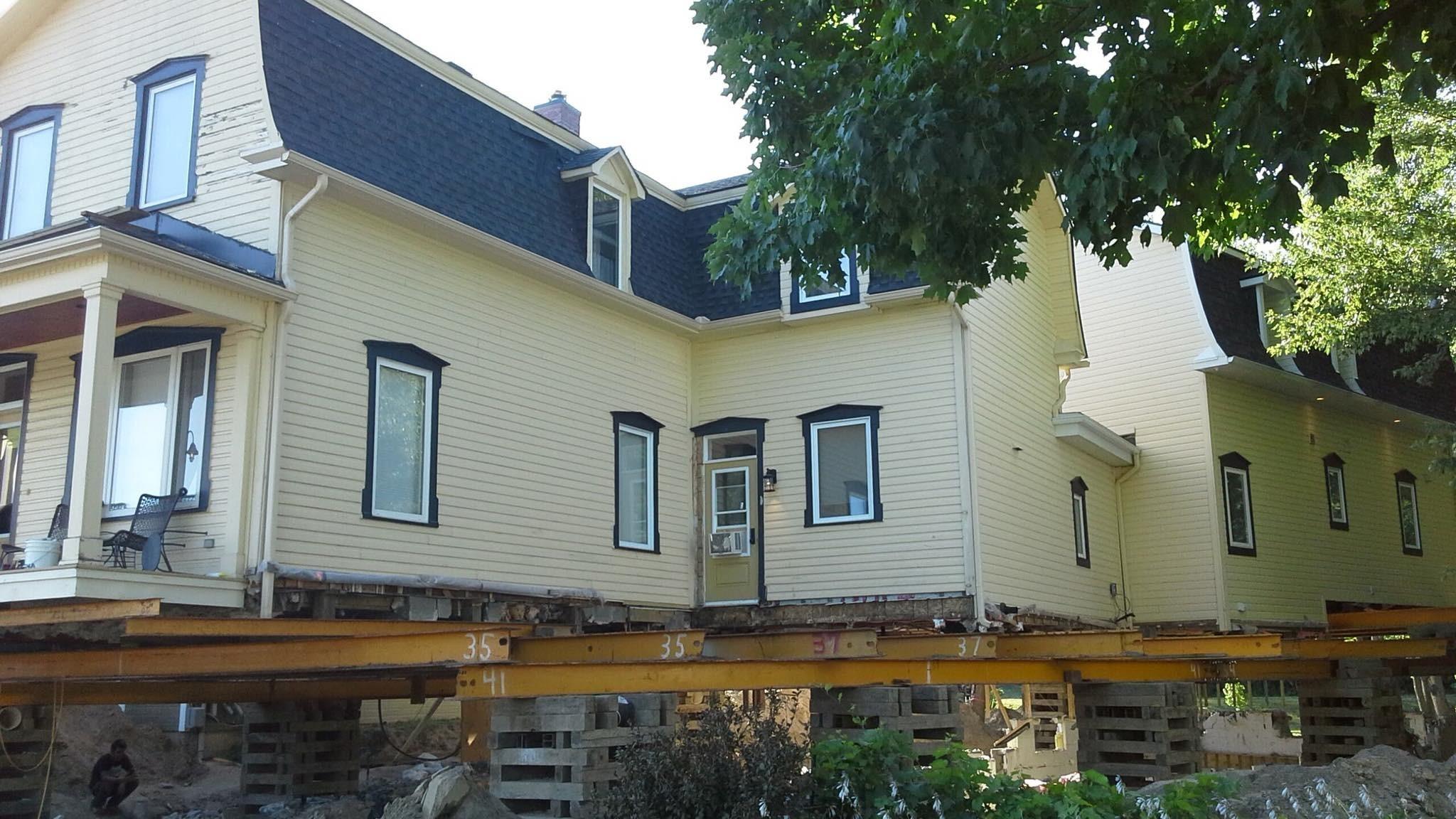 Soulèvement d'une maison à angles multiples